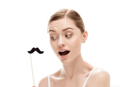 belle jeune femme avec des moustaches noires sur bâton
