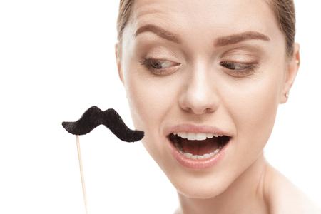 mooie jonge vrouw met zwarte snorren op stok Stockfoto