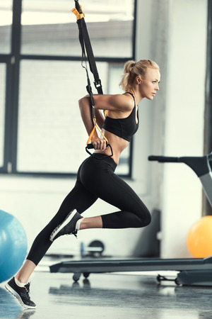 fitness vrouwentraining met trx fitness riemen