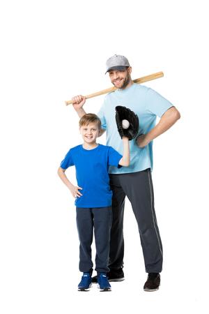 Gelukkige vader en kind klaar om honkbal te spelen