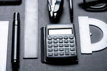 다양 한 office기구와 계산기 목업