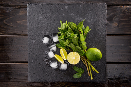 Top view of ice cubes and mojito cocktail ingredients on black slate board, cocktail drinks concept Stock fotó - 80234014