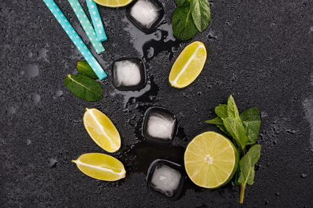 Top view of ice cubes and mojito cocktail ingredients on black slate board, cocktail drinks concept Stock fotó - 80198479