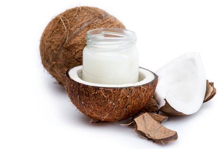 熟したココナッツとガラスの瓶に有機ココナッツ オイル 写真素材