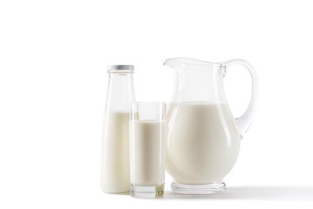 주전자, 병 및 유리에 신선한 우유 스톡 콘텐츠 - 80683785