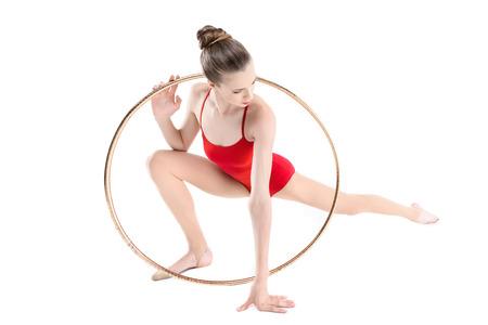 mujer deportista: entrenamiento de gimnasta rítmica deportiva con aro