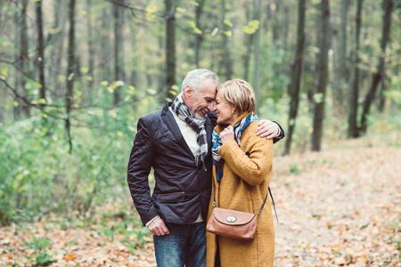 Beau couple d & # 39 ; âge mûr dans Banque d'images - 80922091