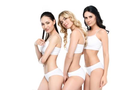 3025b2398222 Jóvenes Mujeres Sensuales En Ropa Interior Blanca Acostado En La ...