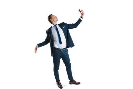 jonge man in formele slijtage huwelijksaanzoek Stockfoto