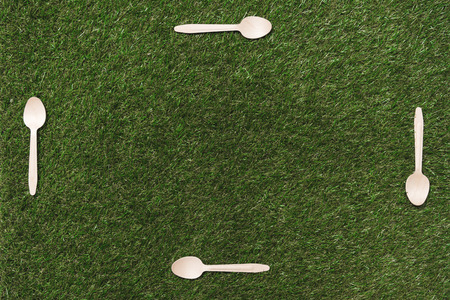 top view of wooden spoons on grass with place for copy space in the middle Stok Fotoğraf