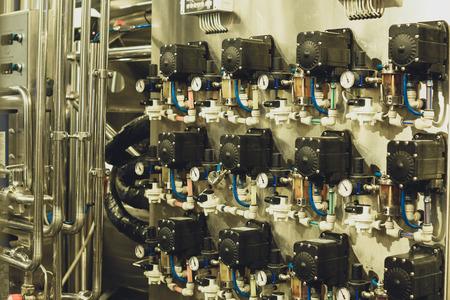 Equipo moderno de cervecería Foto de archivo - 82277508