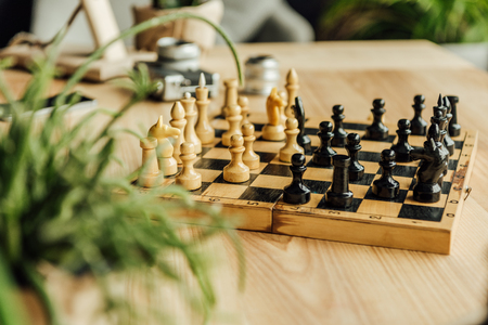 Black and white chess pieces on chessboard during the game 版權商用圖片