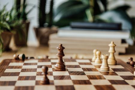 自宅でゲーム中にチェス チェス フィギュア