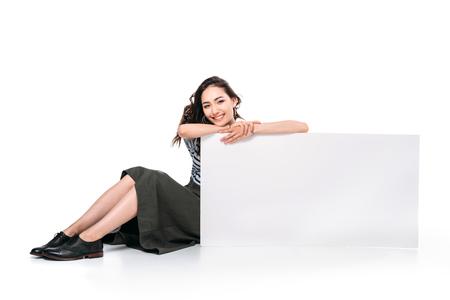 빈 보드를 채 카메라를보고 앉아 아시아 여자 스톡 콘텐츠