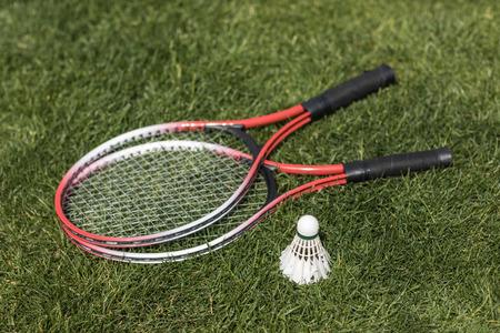 badminton rackets with shuttlecock on grass Banco de Imagens