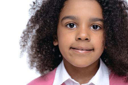 カメラを見てアフリカ系アメリカ人少女の肖像画
