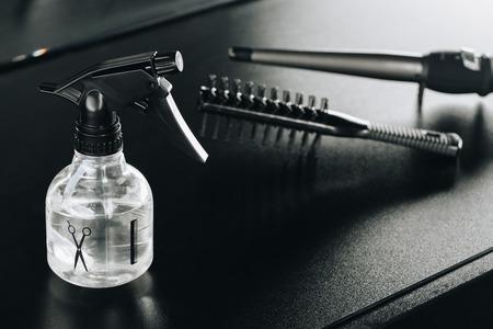 テーブルの上のいくつかヘアスタイ リング用品