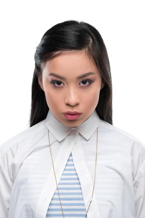 白で隔離、白のブラウスを着て自信を持ってアジアの女の子