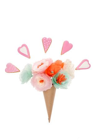コーン紙管と心で手作り花形クッキー