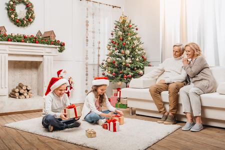 행복한 축하 크리스마스 가족