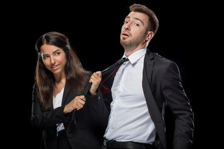 aantrekkelijke zakenvrouw flirten met haar knappe collega Stockfoto