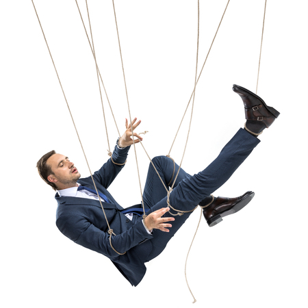 zakenman probeert te breken, terwijl opknoping op het manipuleren van touwen