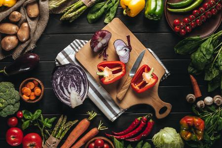 cutting board with fresh vegetables Фото со стока