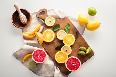 citrusvruchten op snijplank