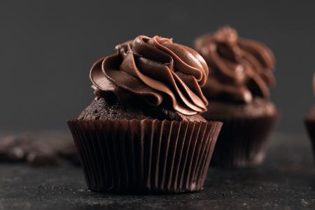 甘いチョコレートのカップケーキ
