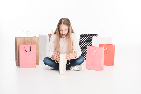 teen girl with shopping bags 版權商用圖片