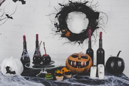 Halloween-cupcakes en decoratie Stockfoto - 88210889