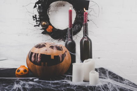 Kaarsen en halloween decoraties Stockfoto - 88210892