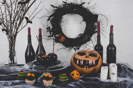 Halloween-cupcakes en decoratie