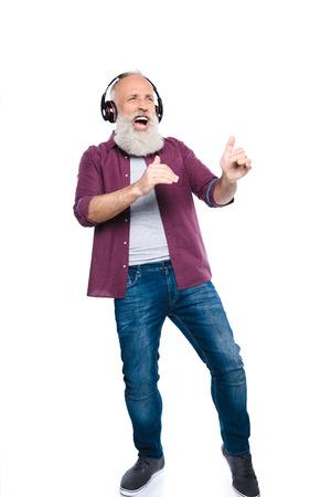 Lterer Mann , der Musik singt und hört Standard-Bild - 88333851