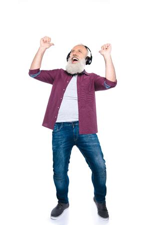Lterer Mann tanzt mit Kopfhörern Standard-Bild - 88333852