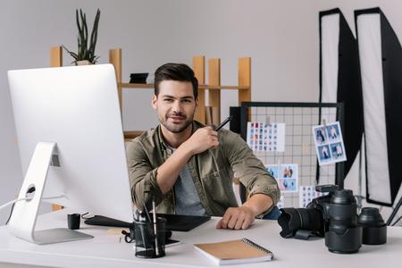 photographer with graphics tablet 版權商用圖片