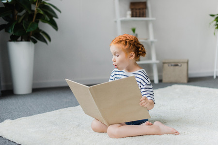 reading book Stok Fotoğraf