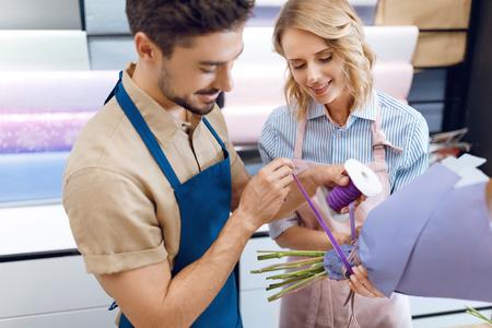 florists working in flower shop Zdjęcie Seryjne