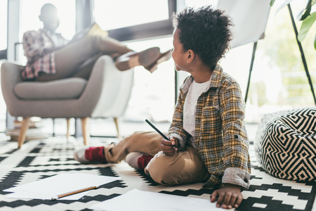 child drawing in office Stock Photo - 91054012
