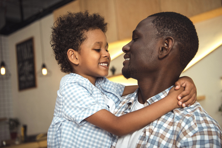 african american father and child hugging Stock fotó