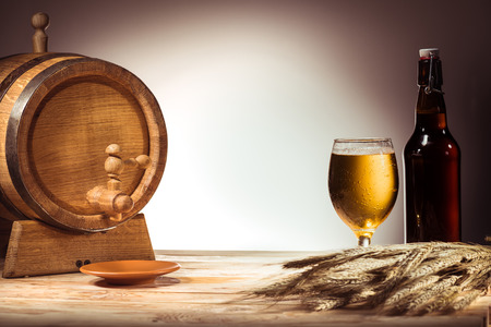 beer barrel, glass and bottle Banco de Imagens - 89874006