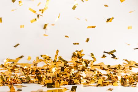 cayendo fondo de confeti brillante dorado