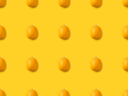 黄色の分離された完熟かぼちゃのセット
