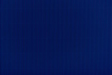 어두운 파란색 골 판지 질감의 뷰를 닫습니다
