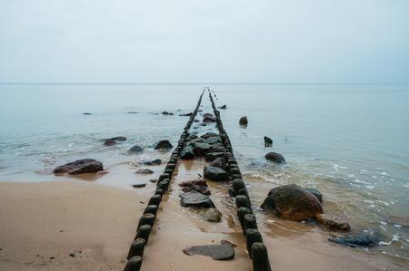 old wooden pier pillars on peaceful sea 版權商用圖片