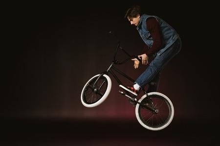 bmx cyclist performing stunt 版權商用圖片