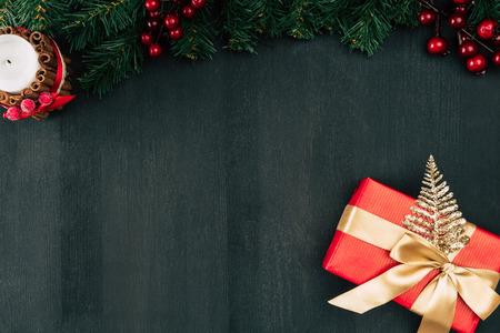 Coffret cadeau avec ruban doré Banque d'images - 91992911