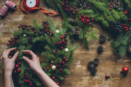 クリスマスリースを作る