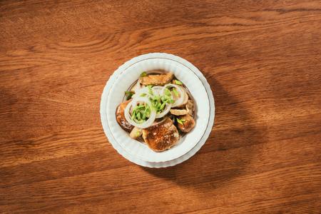 양파와 절인 버섯