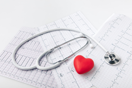 stethoscope, cardiogram and red heart Stock Photo - 93599997